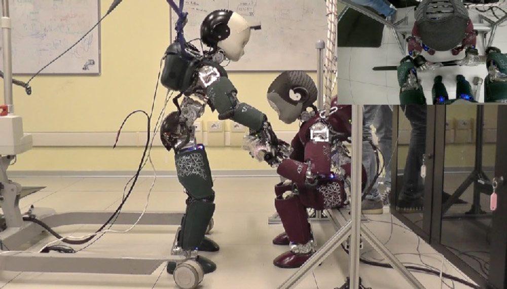 Figure 2. Robot-robot collaboration.