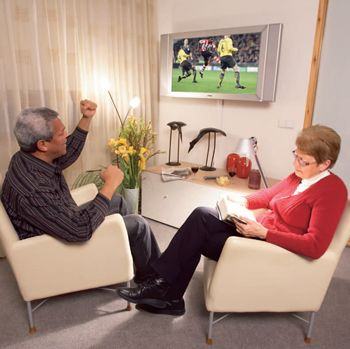 Figure 1. Television set incorporating audio beamforming technology.